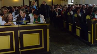...és a gyülekezet2