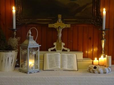 Gyülekezeti terem téli oltár